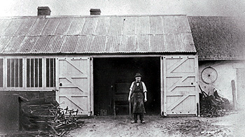 The blacksmith and the forge about 1900 [Z50/82/1]